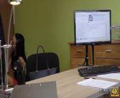 LOAN4K. Chica rusa monta la polla de un agente de préstamos en su oficina from rupa